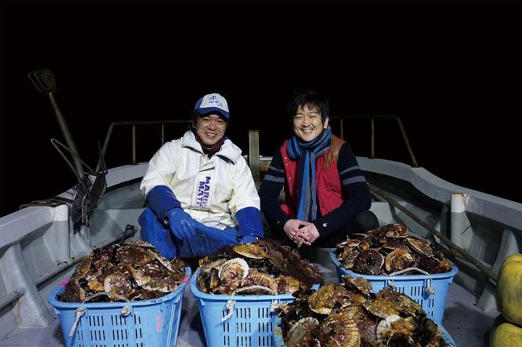 「東北食べる通信」編集長時代、岩手県大船渡市でホタテ漁を取材