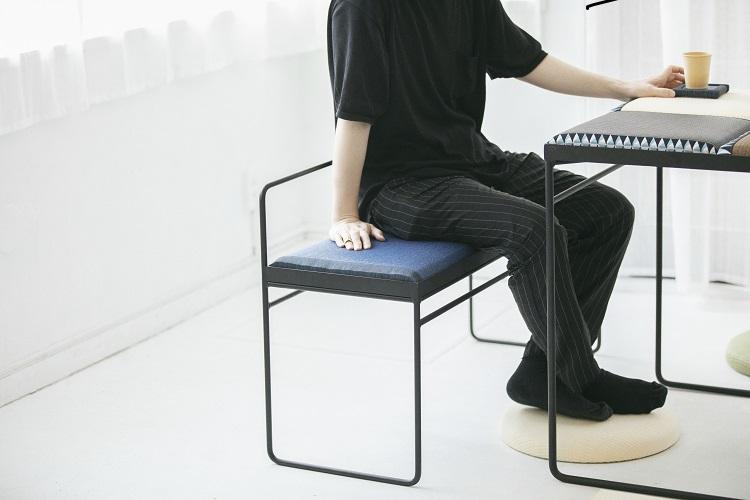 足元のクッションは中材として低反発のポリウレタンをを使用。ソフトな感覚が気持ちいい