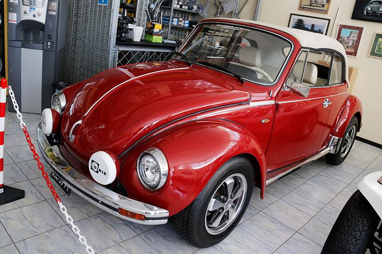 展示車から。77年式1303カブリオレをベースに、「アナスターシア」と名付けたチューンドカー