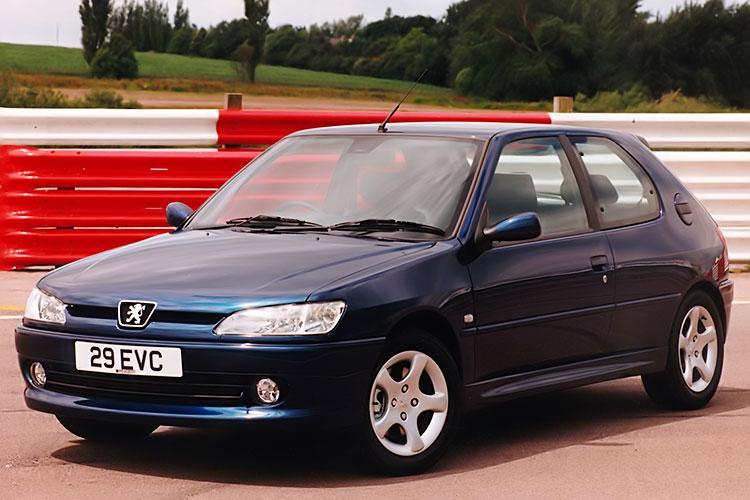 一部の市場ではS16は「GTi-6」として販売された(車名の6は6段ギアボックスの意)