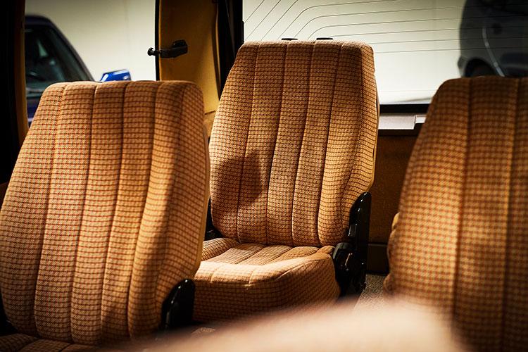 シートの座り心地は抜群だが床が意外に高くて脚を前に投げ出したように座るポジションをとらざるをえなかった
