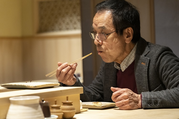 背肝は「レバーとまったく違う食感」、かしわは「ももはみずみずしく、むねは歯ぎれよさが特徴」と、大山さん