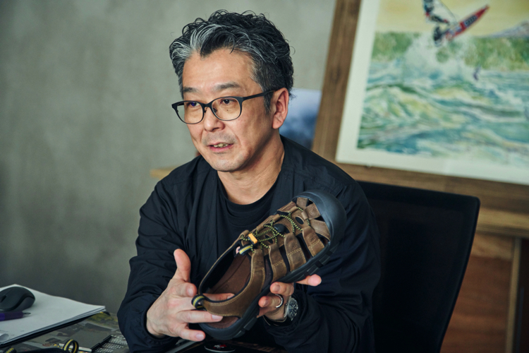 「春夏秋を通じて驚くほど何にでも使える万能靴です」とキーンのブランドディレクター・高木雅樹さん