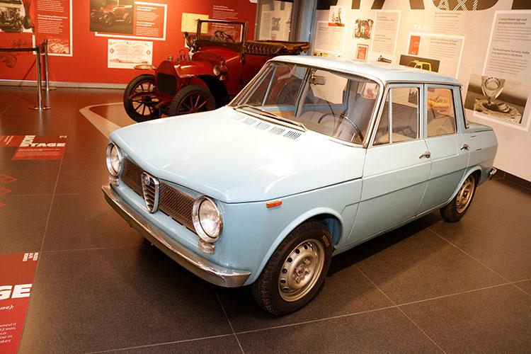 """1960年の試作車「ティーポ103""""ピドッキオ""""」。pidocchioとはシラミの意味で、当時のデザイナーたちによる愛称である。横置エンジンの前輪駆動車で、当時発売されていたら、かなり先進的な車であったはずだ"""