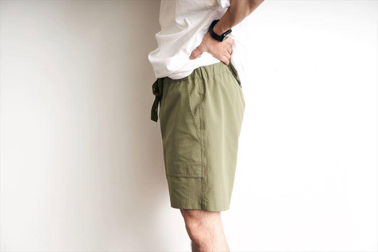 軽くて、シワになりにくいので気兼ねなく小さく畳んで収納できる。キャンプや旅行の着替えにも最適