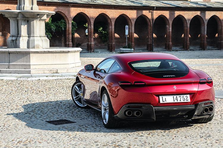 社内によるデザインは、1963年のフェラーリ製GTをイメージしたという。エアベントや不必要な装飾を一切排除している