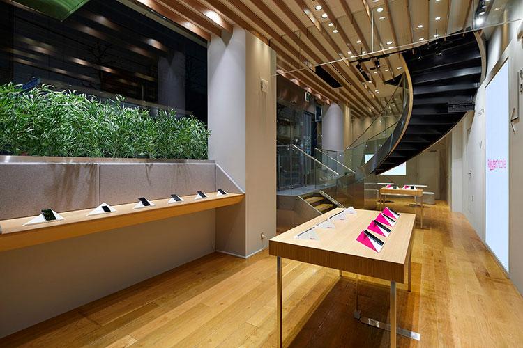 楽天モバイル渋谷公園通り店のストアデザイン。2020年