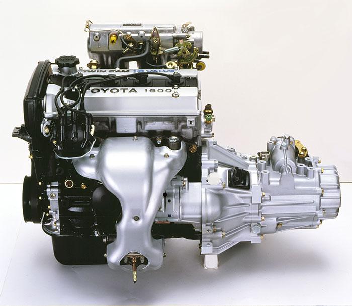 DOHC16バルブヘッドに燃料噴射装置の組み合わせで130馬力を出した4A-GELU型エンジン