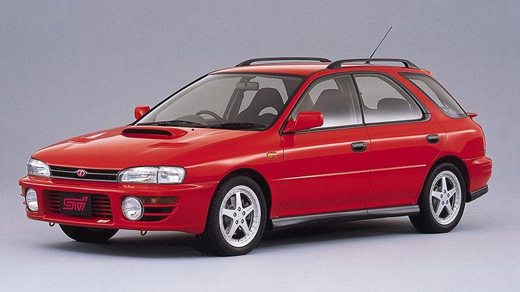 「WRX STi」(94年)はスポーツモデルで、車内から任意で前後のトルク配分を調節できたり、大型化したディファレンシャルギアと、そこに組み込まれた機械式LSD、さらに専用のサスペンションシステムやブレーキなどを備えたりした