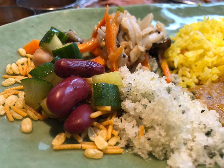 副菜の野菜も新鮮で質のよいものを使っていることが一目でわかる