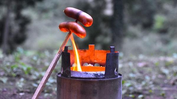 軽く強く美しい ソロキャンプで頼れる焚き火台