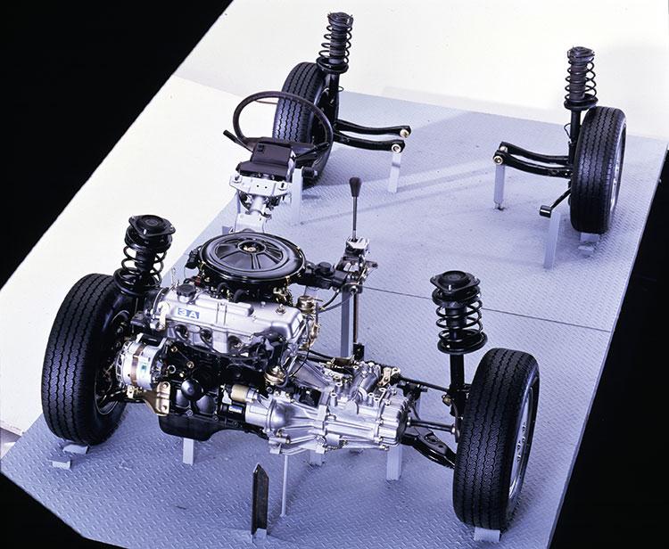 エンジン横置きの前輪駆動でスペース効率がよくなることをアピール