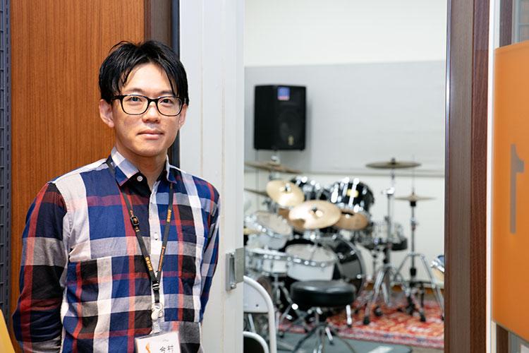 熱心に指導して下さった今村健太郎先生。洗足学園音楽大学ジャズコース卒業。在学中、横浜新人ジャズ演奏家オーディションで優秀賞・審査員特別賞を受賞