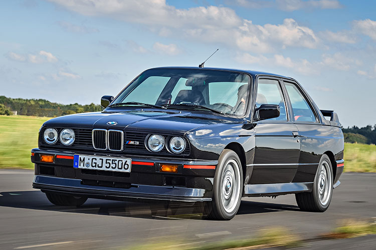 弾けるような加速力と忠実なステアリング レースのためのクルマ「BMW M3」