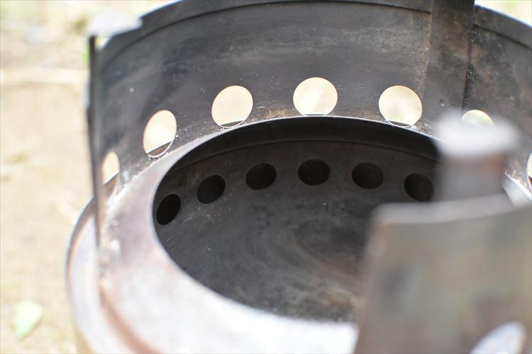 軽くて強い、そしてスタイリッシュ ソロキャンで頼れる焚き火台「solo stove」