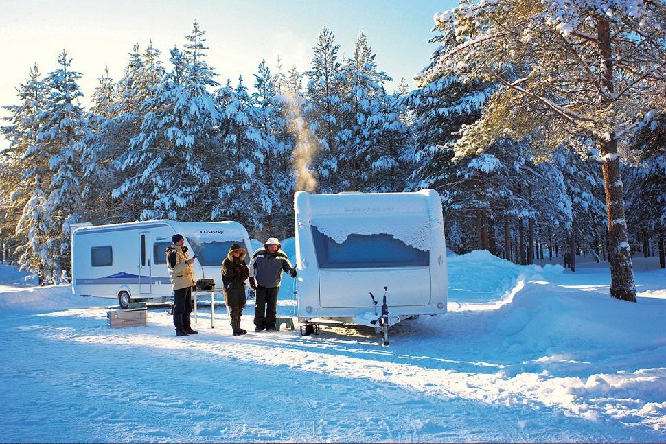 冬タイヤに凍結・雪対策グッズ……楽しい冬旅に向けて万全の準備を