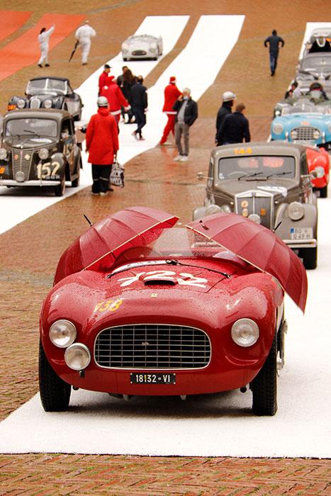 創業初期におけるフェラーリの1台、1948年166インテル・スパイダー・コルサ・アンサローニ。ドライバー&ナビゲーターはメキシコからの参加だった
