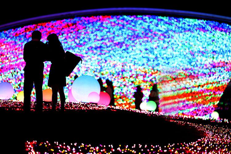 まばゆい光に誘われて 宝石のようなイルミネーションを撮る