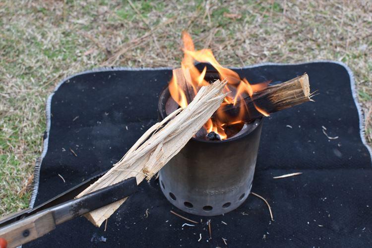 疲れた心をときほぐす キャンプに欠かせない九つの焚き火道具