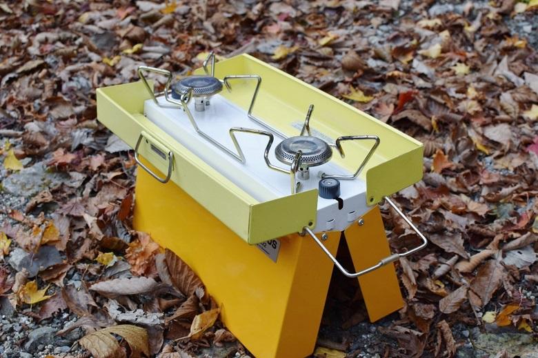 キャンプにヴィンテージアイテムをとり入れる 北欧アウトドアブランド「PRIMUS」のツーバーナー