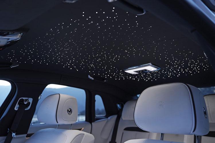 天井は「スターライトヘッドライナー」と呼ばれ流れ星も出現する仕組み