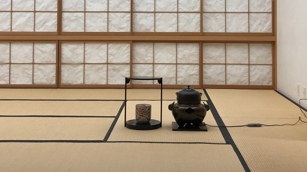 日本人はビックリ? 背景を説明しない抹茶ブランド