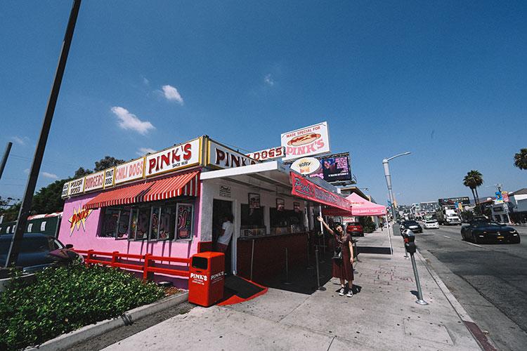 ホットドッグ店「PINK'S」で