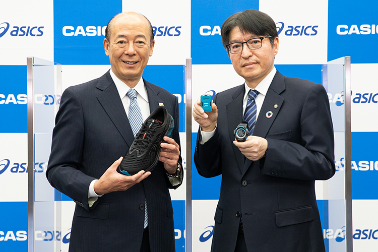 アシックスの廣田康人社長(左)とカシオの樫尾和宏社長(右)。二つのトップ企業の出会いが新サービスを生み出した