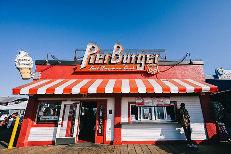 サンタモニカ・ビーチの近くにあるハンバーガーショップ「Pier Burger」