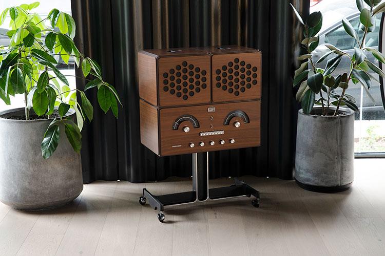 BV2社による「ラジオフォノグラフォrr226 fo-st」のウォールナッツ(くるみ)仕様