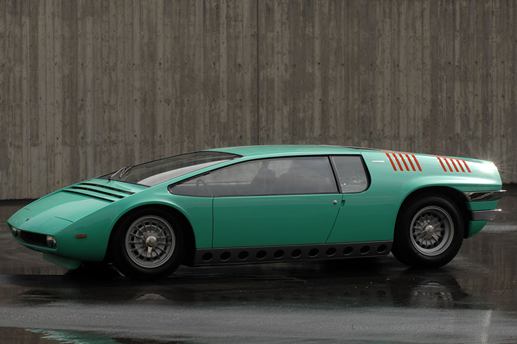 天才的カーデザイナー・ジュジャーロの3人乗りスポーツMPV ビッザリーニ・マンタ