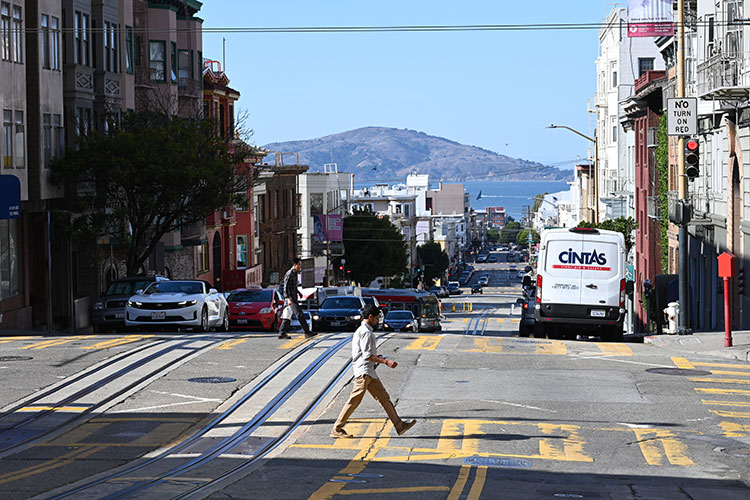 サンフランシスコ郊外で。坂の上から海が見えた