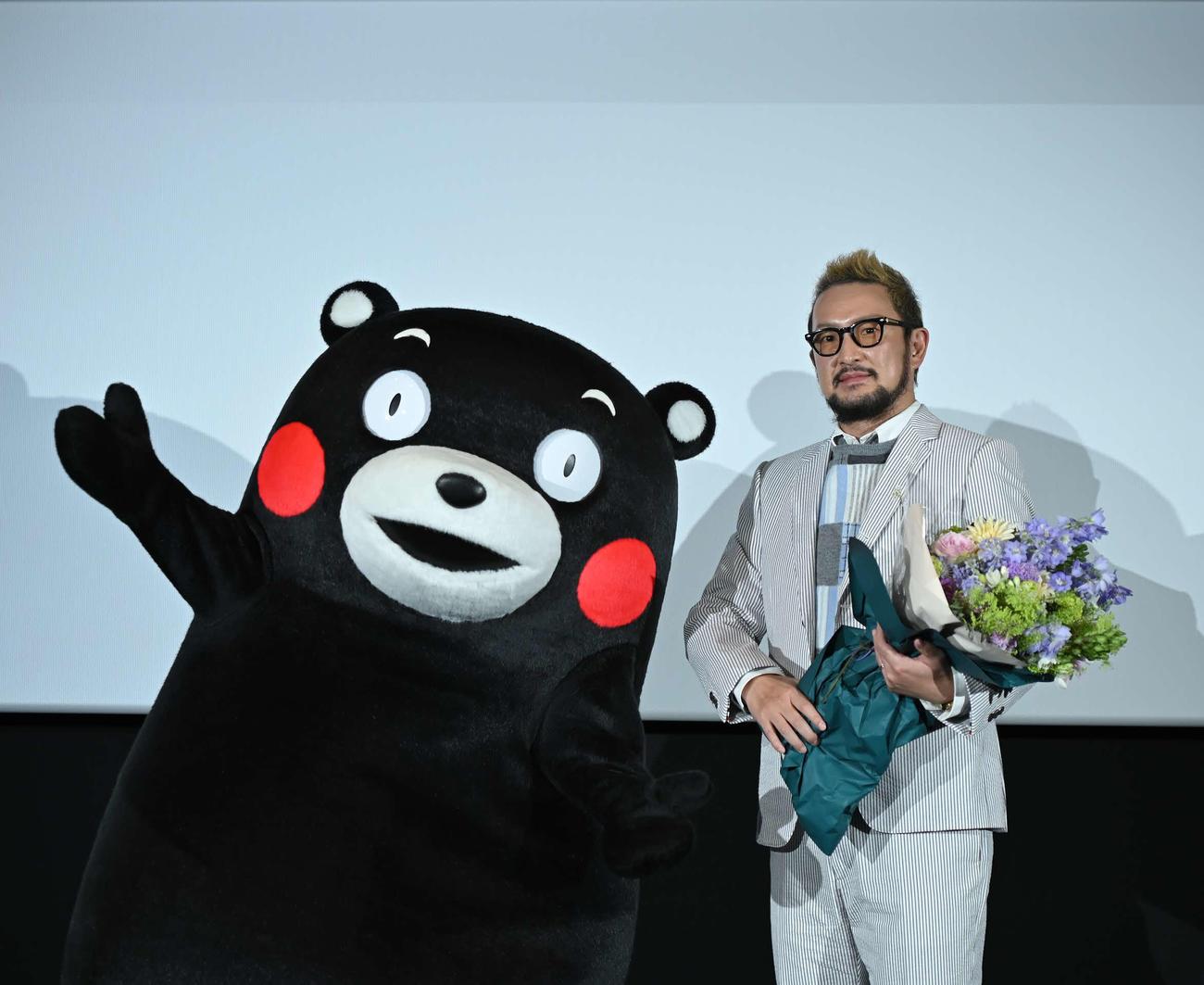 中村獅童、熊本で3面スクリーンお披露目 超歌舞伎上映にくまモン来たモン
