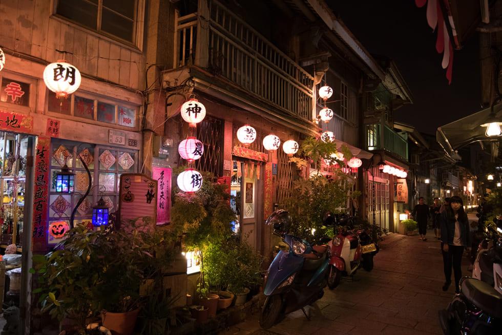 情緒たっぷりの街路と夜市を歩いて楽しむ、美食の古都・台南