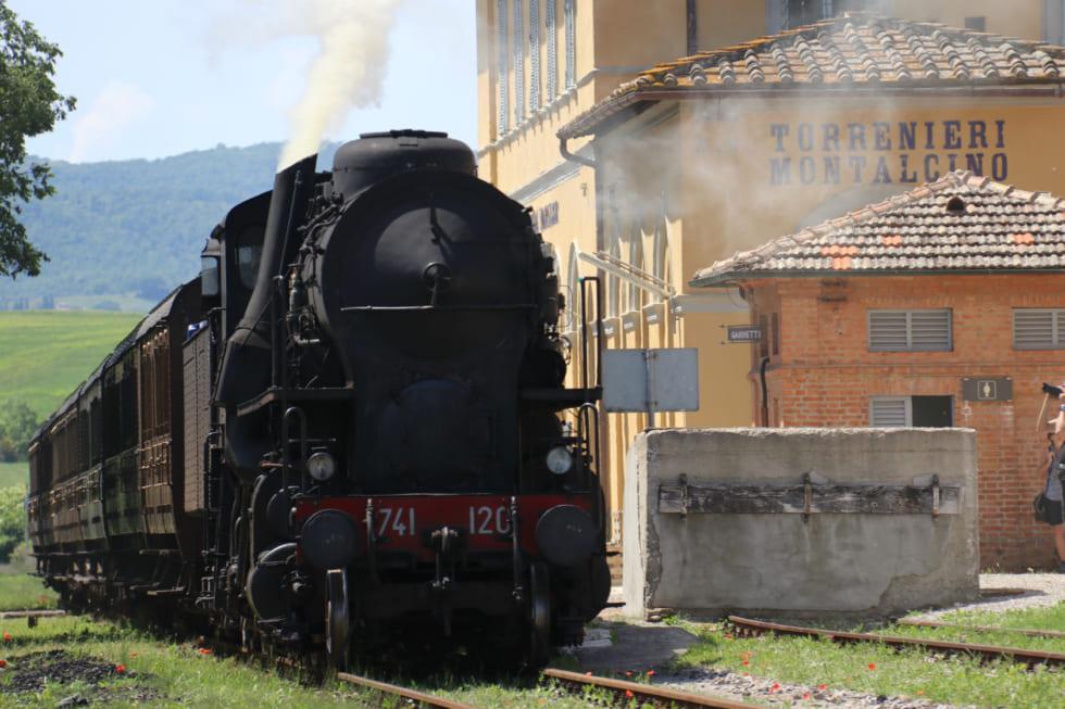 絶景! 蒸気機関車でトスカーナの世界遺産オルチャ渓谷を巡る