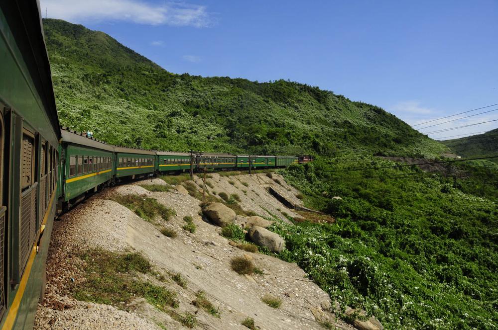 ディープな列車旅の日常のなかで登場した絶景たち