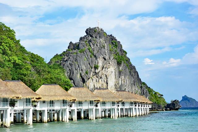 60メートルの懸垂下降にも挑戦できる秘境リゾート フィリピン・アプリット島