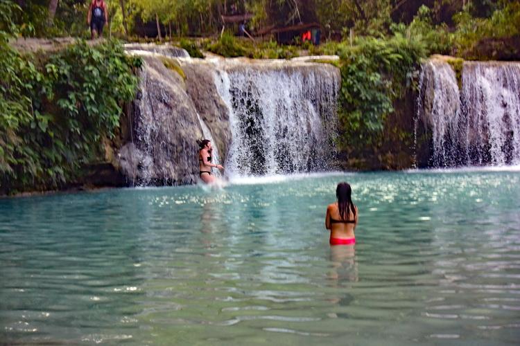 """美しい自然と""""黒魔術""""の島 フィリピン・シキホール島"""