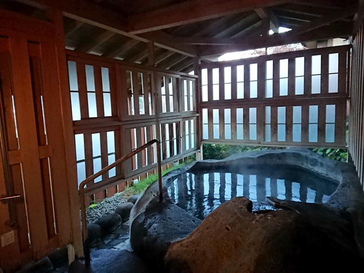 温泉+月見 月をめでる仕掛けがたっぷり かみのやま温泉・名月荘