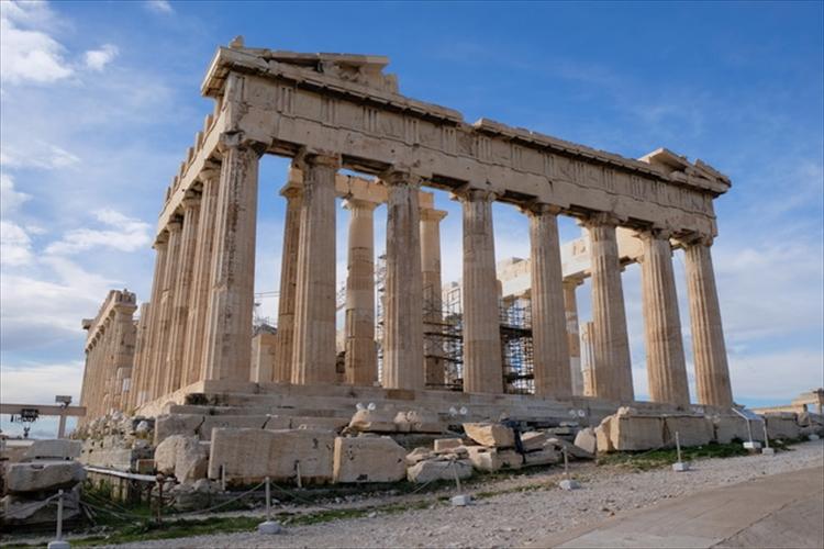 ダイナミックな遺跡とモダンな街並み ギリシャの首都アテネは圧巻の景色