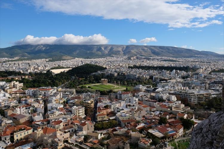 ダイナミックな遺跡とモダンな街並み ギリシャの首都アテネは圧巻の ...