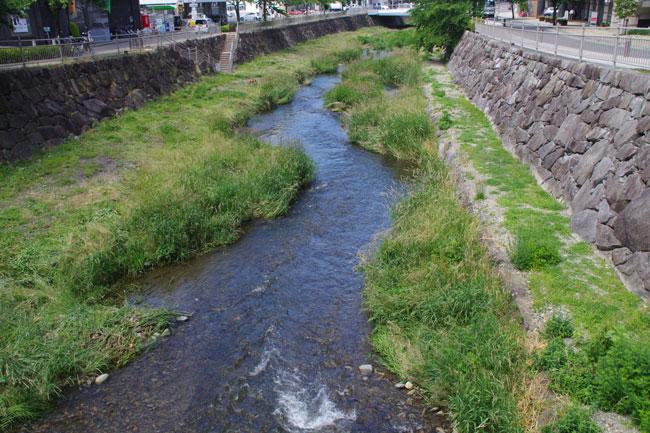 城下町歩き、旅の終わりは温泉と信州そばで 松本城(4)
