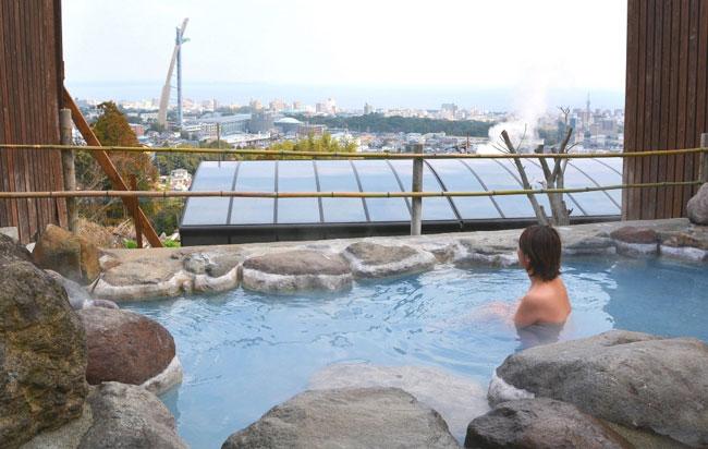 露天風呂から別府湾を望む