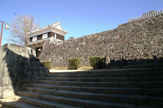 石垣が残る臼杵城跡