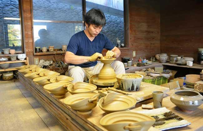 唐津焼の窯元を訪ねる