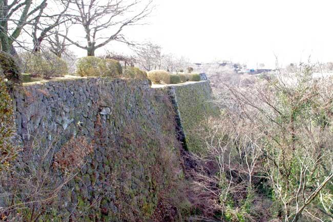 阿蘇溶結凝灰岩は加工しやすいため、切りそろえられた美しい石垣が築ける