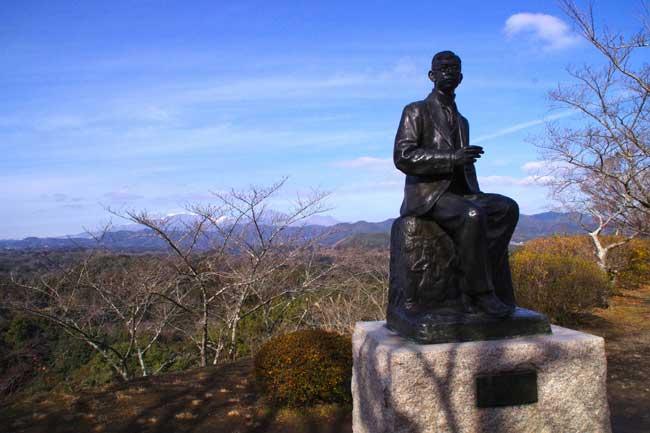 二の丸にある滝廉太郎の像