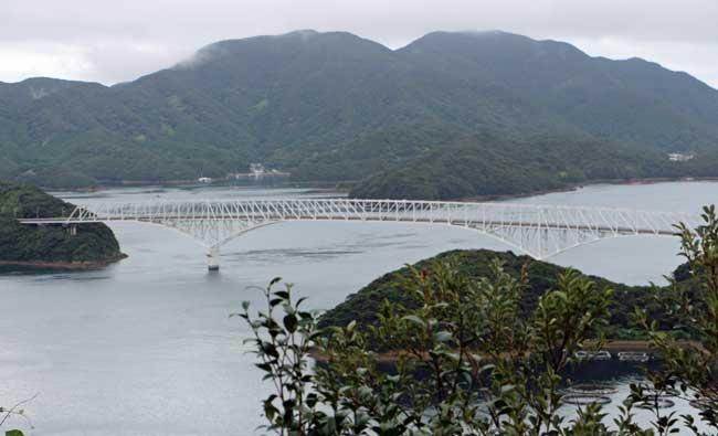 中通島と若松島に掛かる5島で唯一の若松大橋