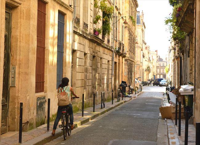 ボルドーの街には坂が少なく、自転車で散策しやすい