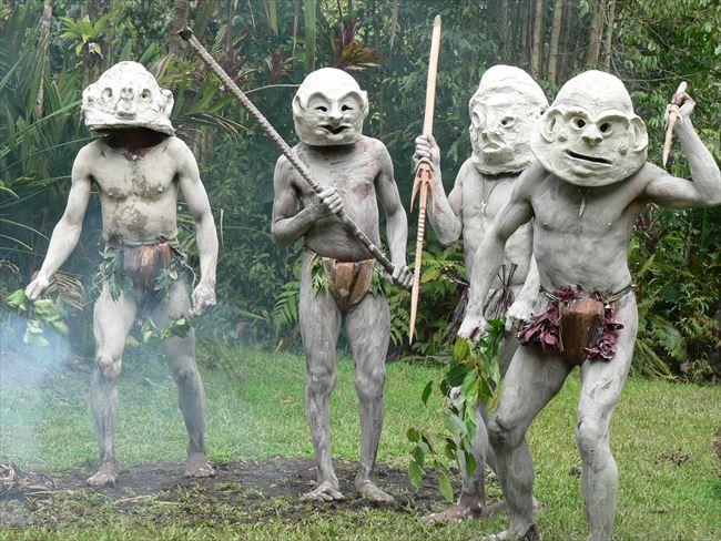 恐ろしげでユーモラスなマッドマン パプアニューギニア | 朝日新聞 ...